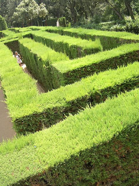 barcelona garden labyrinth